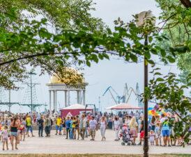 Центральный пляж в Бердянске