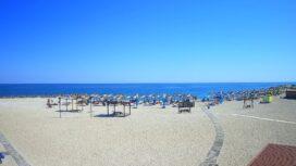 «Солнечный» пляж на Средней косе